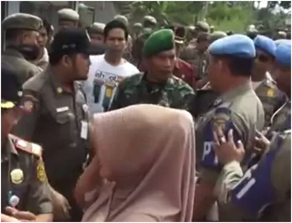 Bentrokan Satpol PP dengan TNI dan Polri