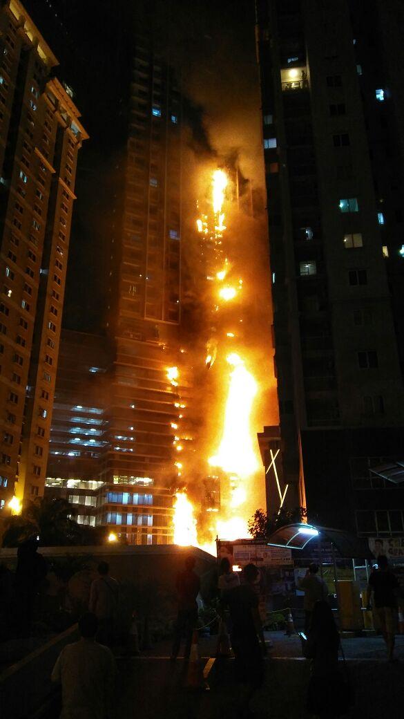 Gedung Neo Soho dan WTC Mangga Dua  Terbakar  Nyaris Bersamaan