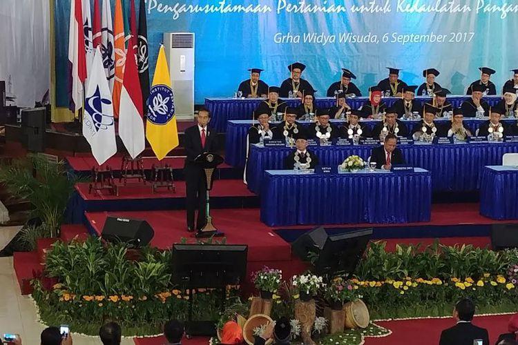 Jokowi:  Lulusan IPB Harusnya Kerja di Pertanian Modern
