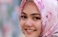 Melepas Hijab Ternyata Jadi Pilihan Rina Nose