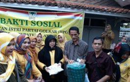 Ikatan Istri Partai Golkar Pusat Bantu Korban Banjir di Cianjur