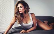 Wou, Jennifer Lopez Pamer Tubuh Indahnya di Film Hustlers