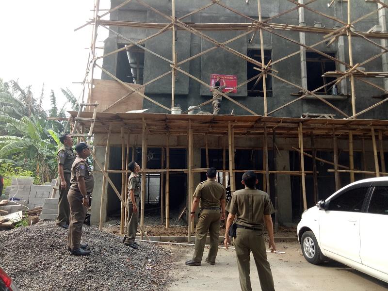 Pemkot Jaksel Tertibkan Bangunan di Menteng Atas
