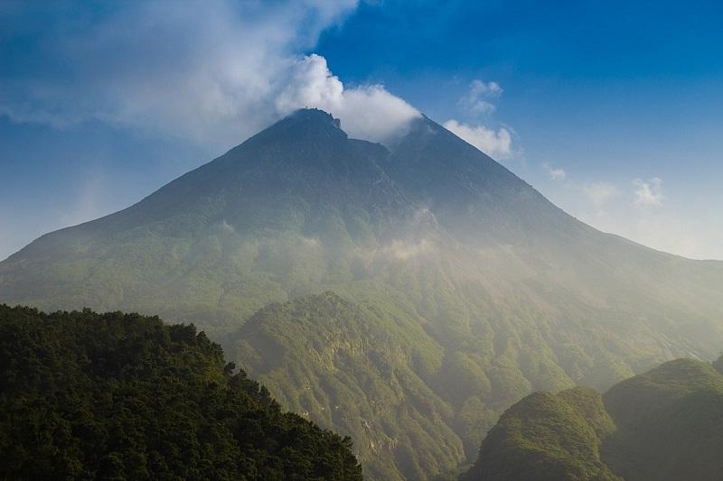 Awan Panas Guguran Merapi Mencapai 1.500 Meter
