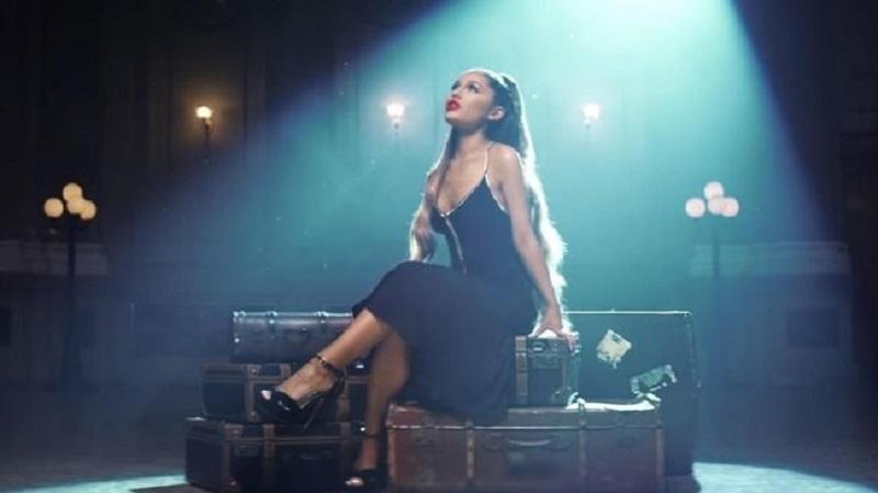 Ariana Grande Menangis saat Manggung di Kota Asal Mac Miller