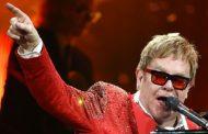 Elton John Terima Penghargaan dari Presiden Prancis
