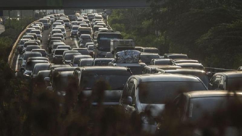 Tol Jakarta-Cikampek Padat, Contraflow Diberlakukan di Km 34