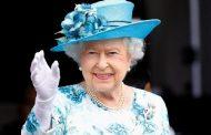 Sehari di Hari Natal, Ratu Elizabeth II Bisa 7 Kali Ganti Busana