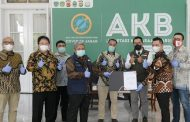Ridwan Kamil Terima 3 Ventilator dari Astra Financial